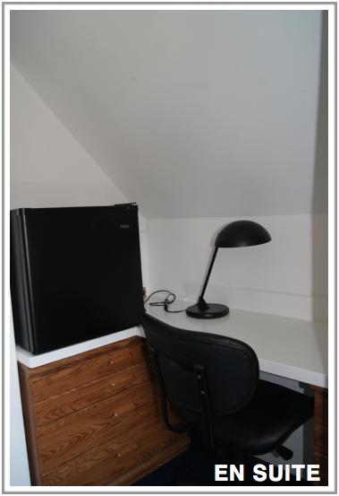 en-suite-study-desk-IMG-room-rental-Chicago